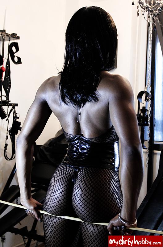 Muskel Domina Mistress Kiana